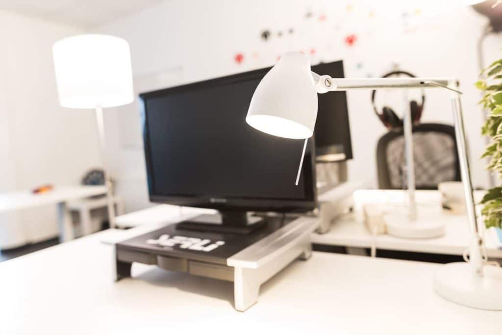 Poste de travail dans le lab de Serli