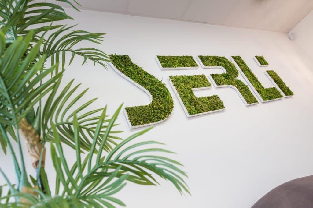 Le logo Serli en mousse végétale